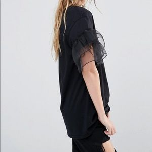 Adorable black t shirt with detailed sleeves!